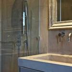 lavabo e rivestimento bagno in microcemento