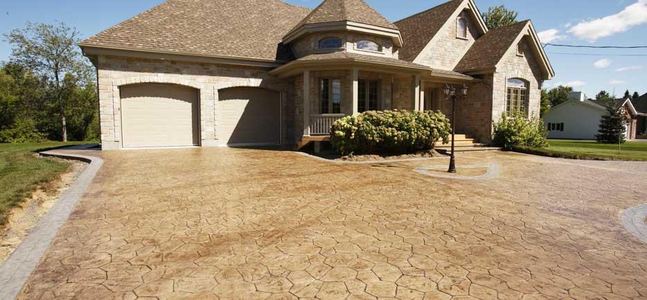 cemento-stampato-pavimento-per-esterno-villa-casa - Pavimento Moderno