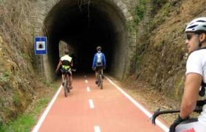 pavimento continuo antitrauma per pista ciclabile