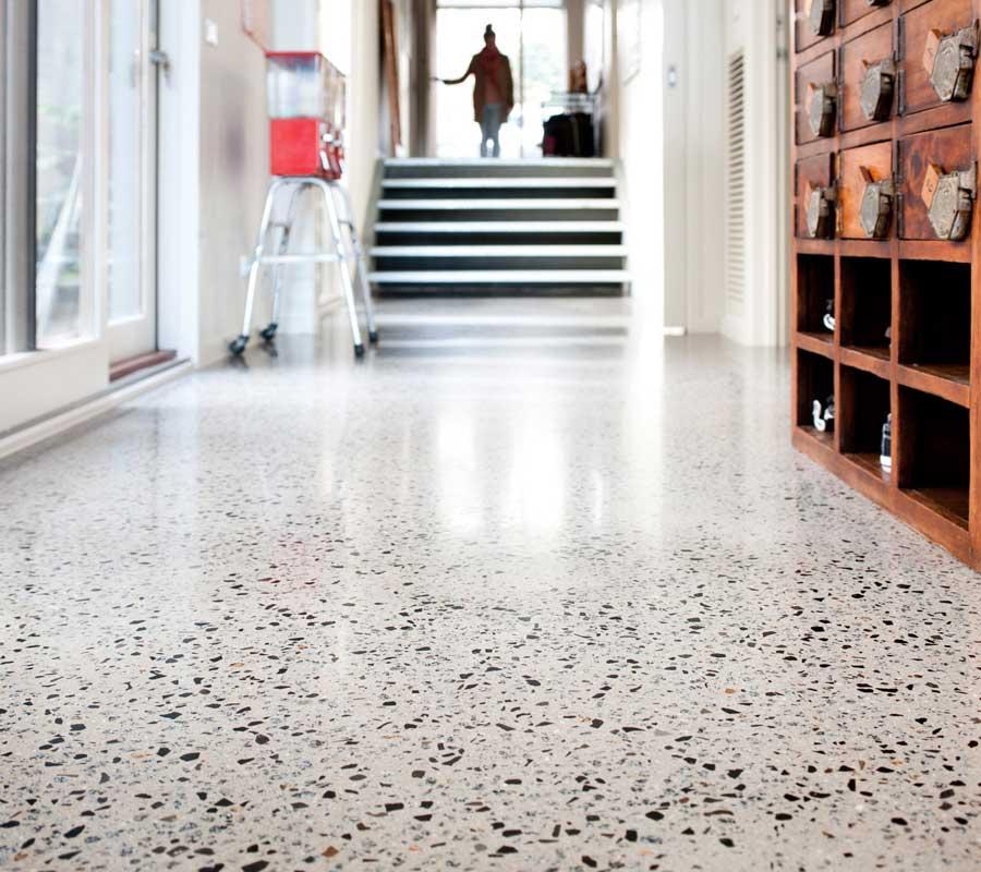 Awesome pavimenti in graniglia e arredamento moderno xc79 for Pavimenti moderni per interni