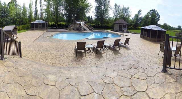 Pavimenti in cemento stampato come viene realizzato - Piastrelle per piscina ...