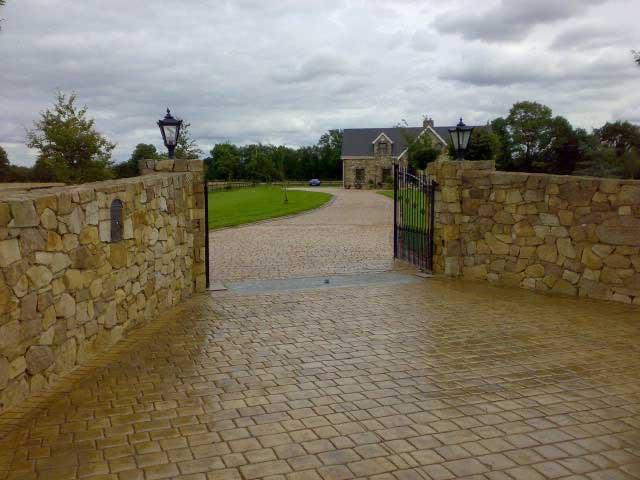 Cancello Esterno Moderno : Pavimento cemento stampato cancello villa esterno colorato