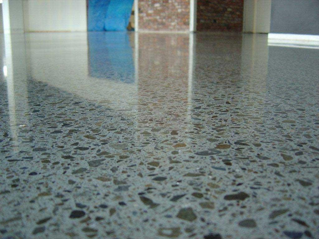 Pavimento Grigio E Pareti Beige : Pavimento cemento bagno lavello con ...