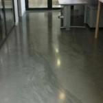 pavimento in resina effetto marmo grigio