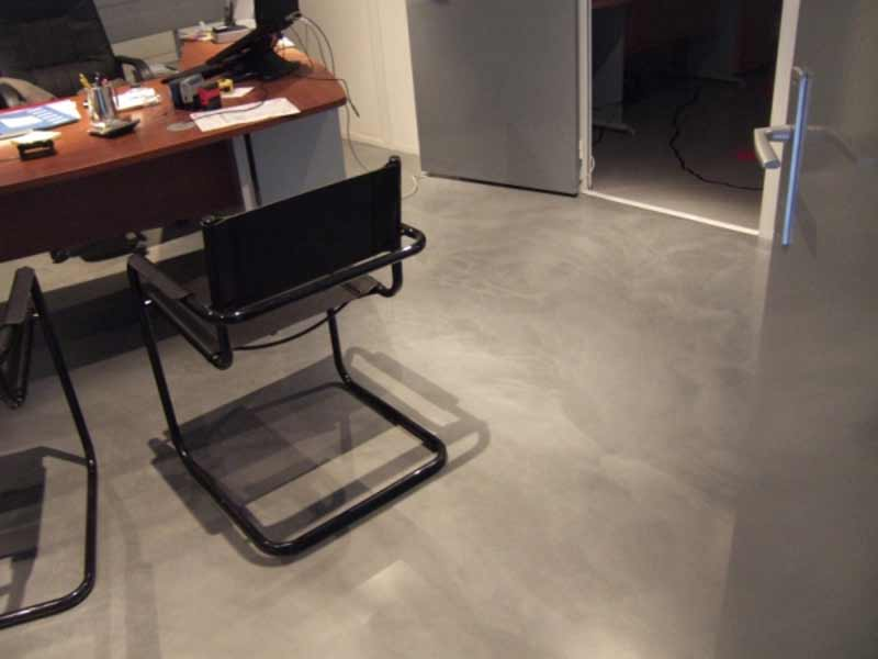 pavimento in resina opaco grigio