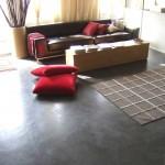 zona giorno con pavimenti in microcemento