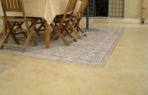 pavimento spatolato per esterno colore sabbia