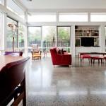 pavimento grigio in cemento