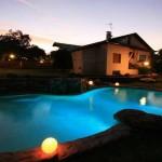 piscina con cromoterapia effetto naturale
