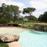 piscina laghetto con cascata