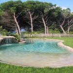 piscina ad effetto naturale in roccia