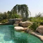 piscina rocciosa con laghetto