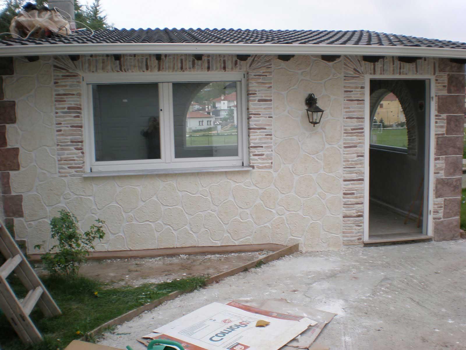 Pareti In Pietra Esterni: La pietra ricostruita per i muri in esterni vale pena.
