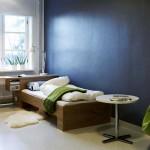 parete e pavimento in cemento colorato camera