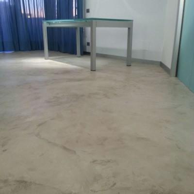 pavimenti resina effetto cemento