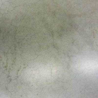 pavimento industriale con microlesioni e crepe