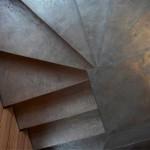 scala con gradini in cemento spatolato