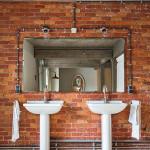 bagno in resina chiara