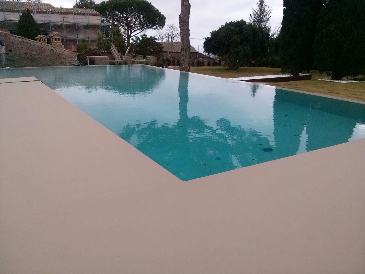 Pavimenti in resina per esterni infinity outdoor for Pavimenti per piscine
