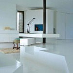 pavimento bianco in resina con scala