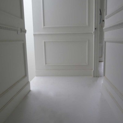 pavimento in resina bianca