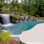 piscina tipo laguna color sabbia