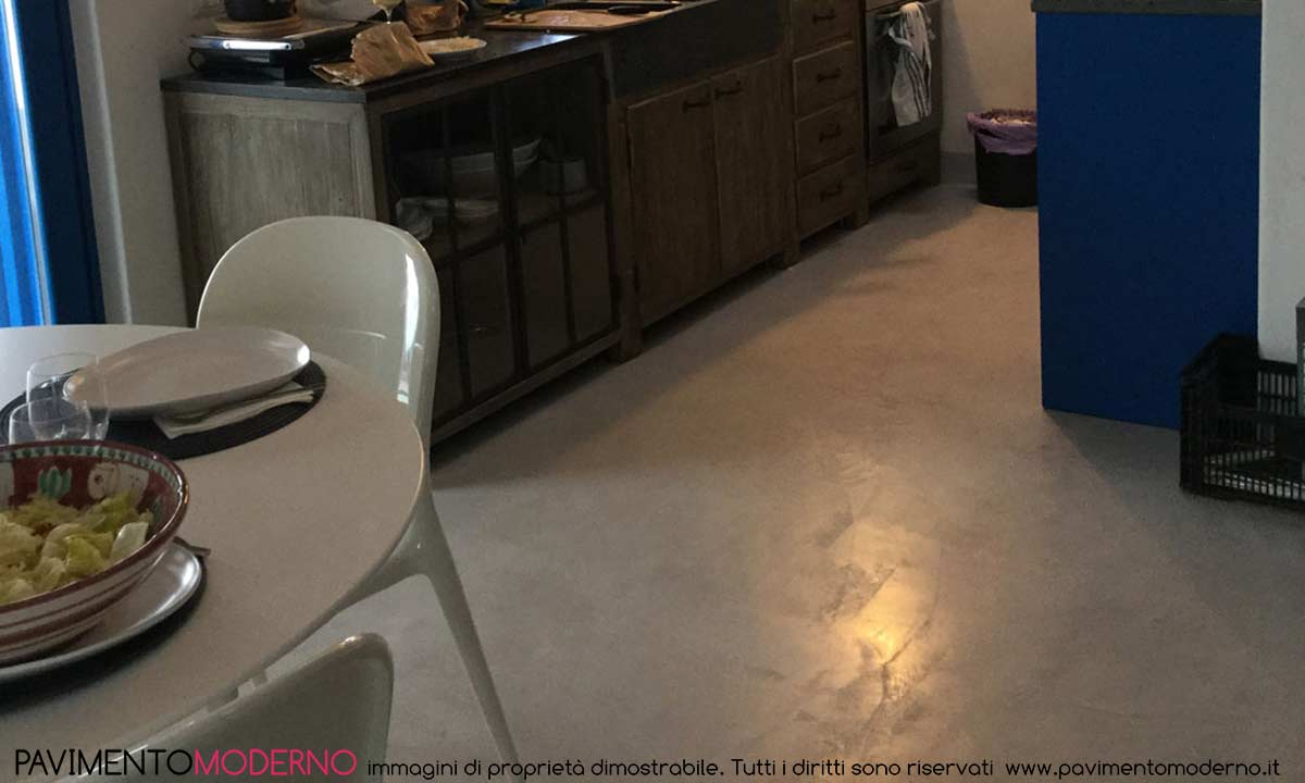 pavimento in tadelakt moderno grigio satinato