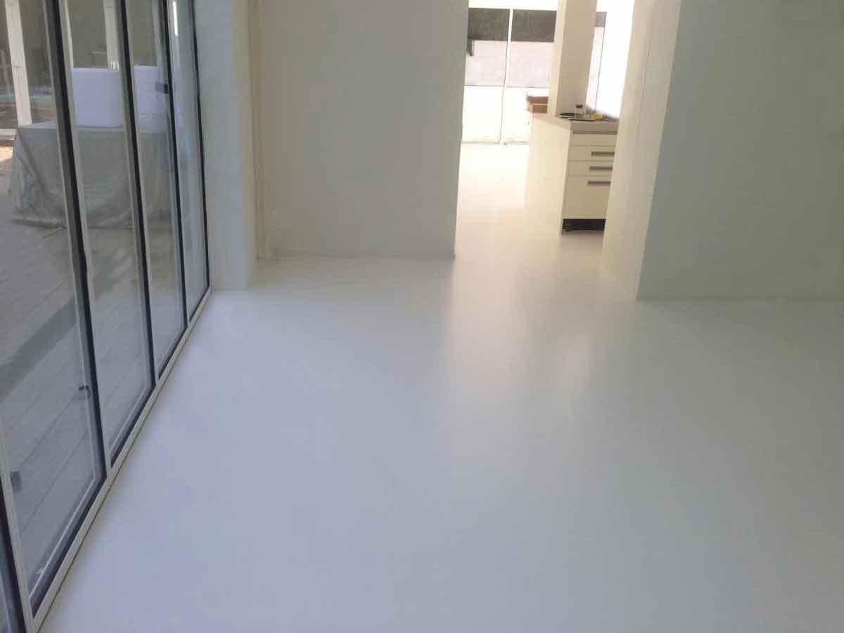 Pavimento In Resina Bianco.Immagini Realizzazioni Dei Pavimenti In Resina Per Interni